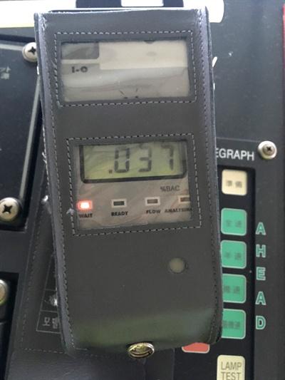 부산해양경찰서는 21일 아침 유조선 선장을 음주운항 혐의로 붙잡았다.