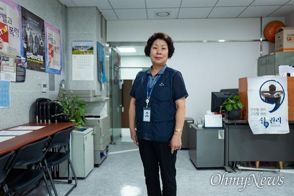 김영숙 국회 환경미화노조 위원장이 전임 위원장 활동을 하며 사용하는 노조사무실. 사무실에는 청소노동자들을 위한 안내 포스터들이 붙어 있다.