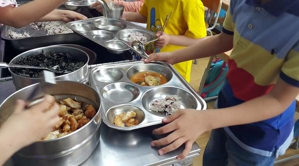 서울의 경우 중학교 급식 단가는 고교보다도 많은 5426원이었다. 이는 전국 최고 수준이다.