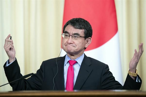 지난 5월 10일 러일 외무장관 공동기자회견에 참석한 고노 다로 외무상.