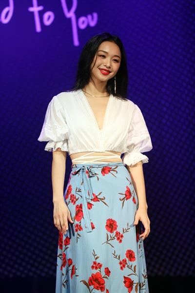 신유미 싱어송라이터 신유미가 새 앨범을 발매하고 쇼케이스를 열었다.