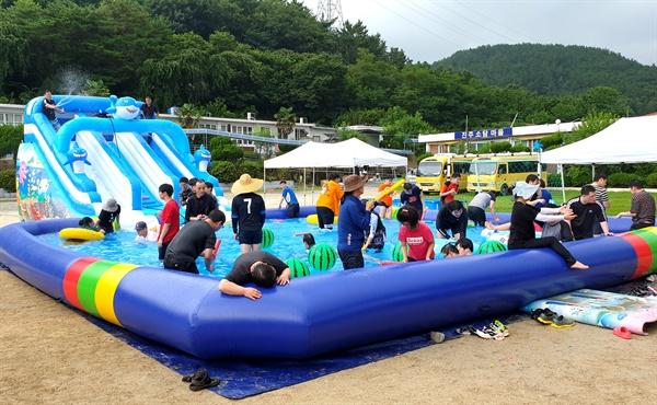 진주장애인복지센터에서 시설이용자들을 위한 물놀이 여름캠프가 열렸다.