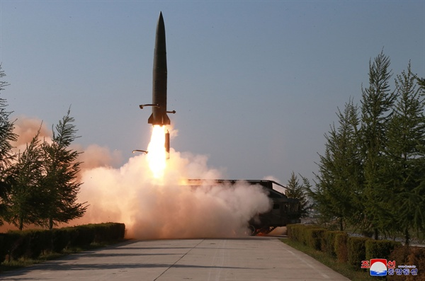 북한은 25일 강원도 원산 호도반도 일대에서 신형 단거리 미사일 2발을 발사했다.