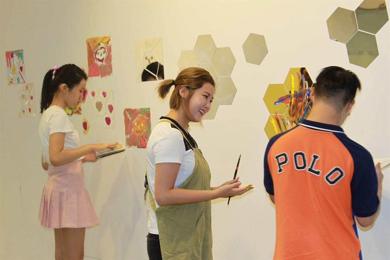 서울문화재단이 운영하는 장애예술가 창작스튜디오에서 권지안(솔비) 작가는 멘토링 프로그램에 참여하고 있다.
