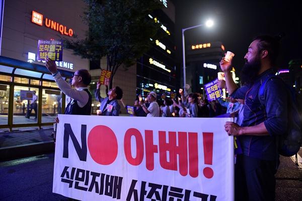 거리행진에 나선 이들은 유니클로 대전둔산점 앞에서 잠시 행진을 멈추고 유니클로의 '불매운동 폄훼'를 규탄하는 구호를 외치기도 했다.