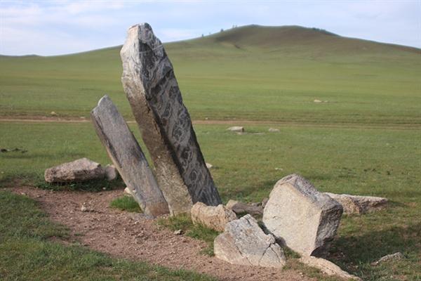 지난 6월 2일부터 7월 1일까지 한달간 몽골(약 8000km)을 여행하며 촬영한 사슴돌로 가장 유명한 사슴돌 중 하나이다.