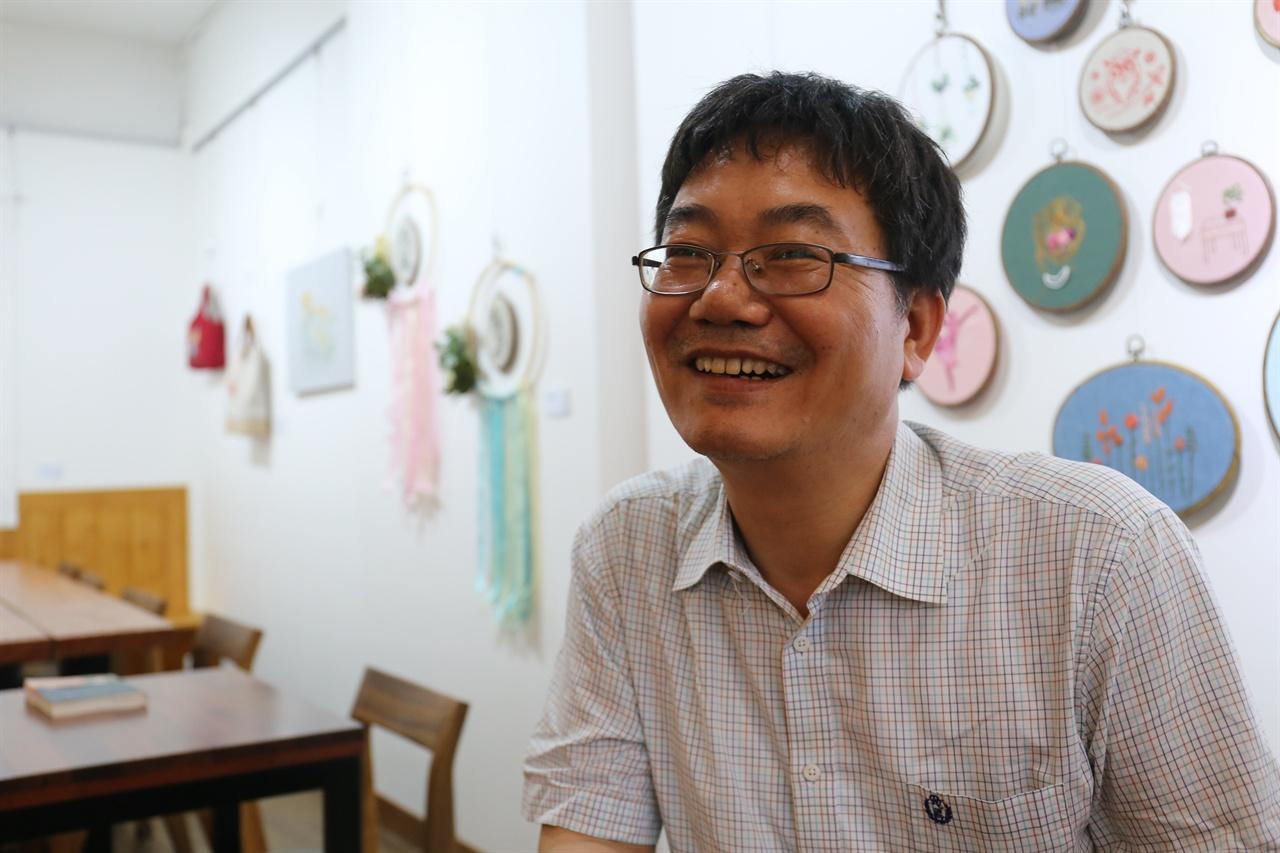 당진에서 만난 박태순 대표 한국공론포럼 상임대표를 맡고 있는 박태순 대표를 당진의 한 카페에서 만났다.