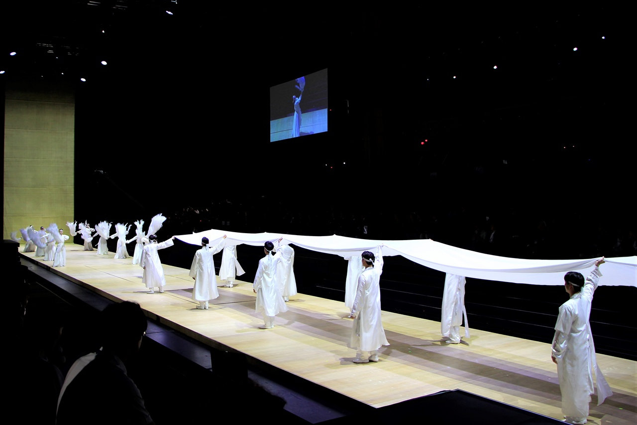 광주FINA세계수영선수권대회의 폐막공연 '순환의 서곡'이 진행되고 있다.