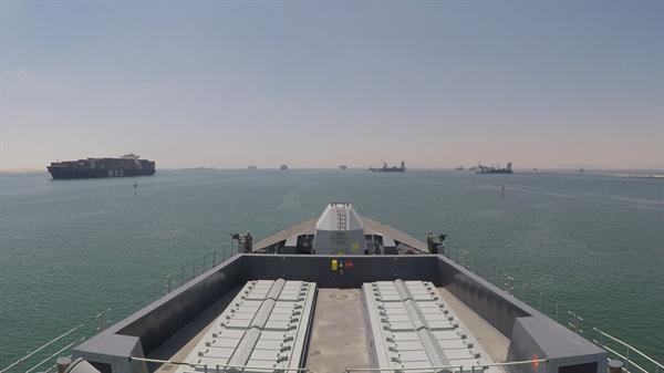 영국 해군 최정예 구축함 '덩컨'이 28일(현지시간) 걸프 해역에 도착하고 있다. 덩컨함은 기존에 이 해역에서 상선과 유조선 보호 임무를 수행해온 몬트로즈함과 함께 호르무즈 해협을 지나는 선박들의 안전 운항을 도울 계획이다.