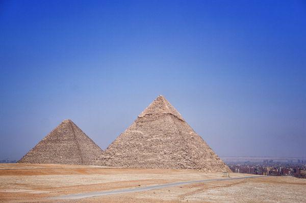 이집트 기자 지역에 자리한 피라미드