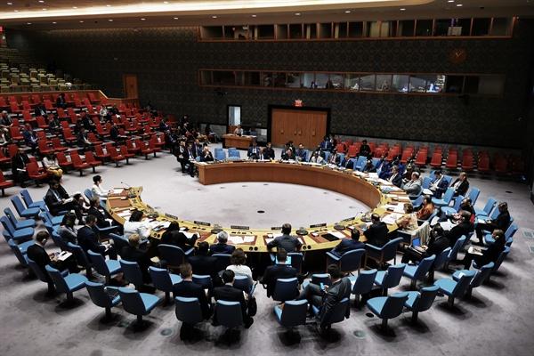 시리아 사태 논의하는 유엔 안보리 (유엔본부[뉴욕] 신화=연합뉴스) 28일(현지시간) 미국 뉴욕 유엔본부에서 열린 유엔안전보장이사회에서는 시리아에서 벌어지고 있는 심각한 인도주의적 상황에 대해 논의가 오갔다.