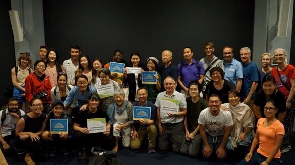 7월 25일 뉴욕에서 열린 영화상영회와 패널토론 참가자들 다큐멘터리 <잊혀진 전쟁의 기억>을 상영하고 '정전에서 평화, 한국전쟁 종전' 주제의 영어포럼을 진행했다.