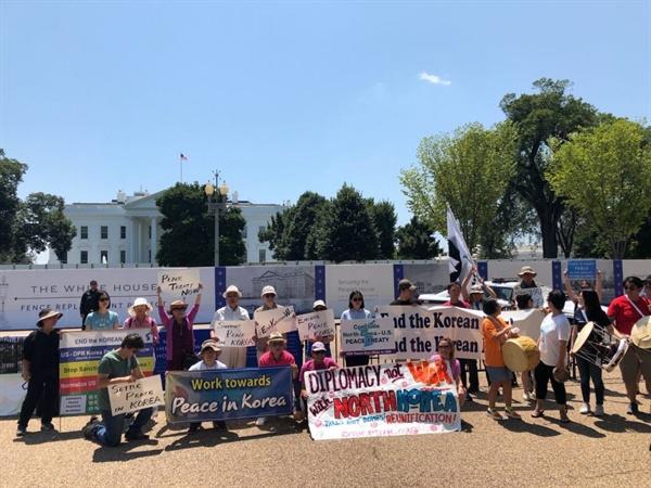 27일, 워싱턴 백악관 앞에서 열린 한반도평화 집회 미국인 평화단체들도 참여