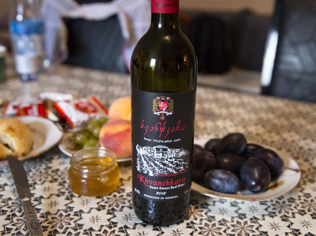 조지아 흐반치카라 와인    스탈린이 사랑했던 흐반치카라. 라차 지역의 동명의 PDO에서 생산되는 포도로 만들어진다. 약 20여 종의 흐반치카라가 생산된다.