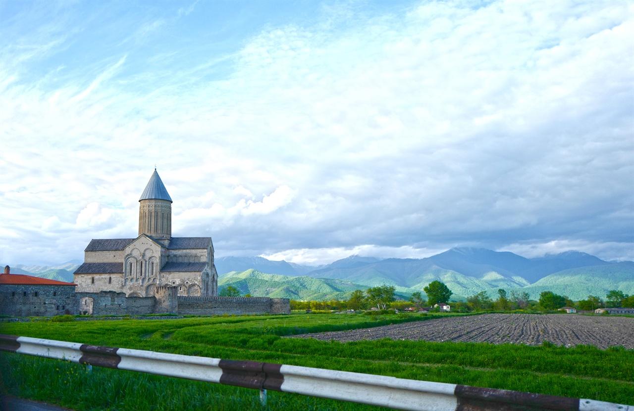 알라베르디 수도원 와이너리  천년의 역사를 간직한 알라베르디 수도원 와이너리. 수도원 주변의 포도밭이 펼쳐져 있다.