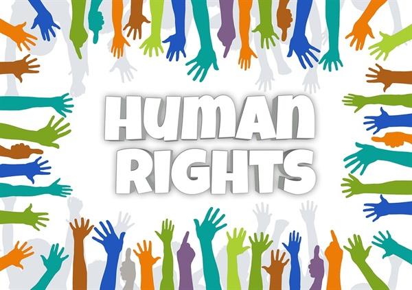 교육하는 사람들이 흔히 놓치는 것은 교육받는 사람에 대한 섬세한 배려다. 교육받는 사람들이 모두 동등한 지위, 동일한 경험을 했다고 가정하는 순간, 교육이 또 다른 폭력이 될 수 있다. 평등에 입각한 안전보건교육이 이뤄지기 위해선, 다양성과 차별에 대한 인권감수성을 강사들이 가질 수 있도록 교육해야 한다.