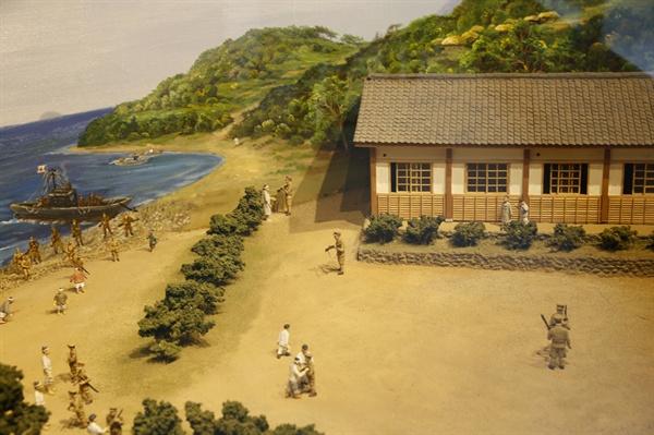 옛 소안학교를 그려볼 수 있는 전시물. 소안도항일운동기념관에서 만날 수 있다.