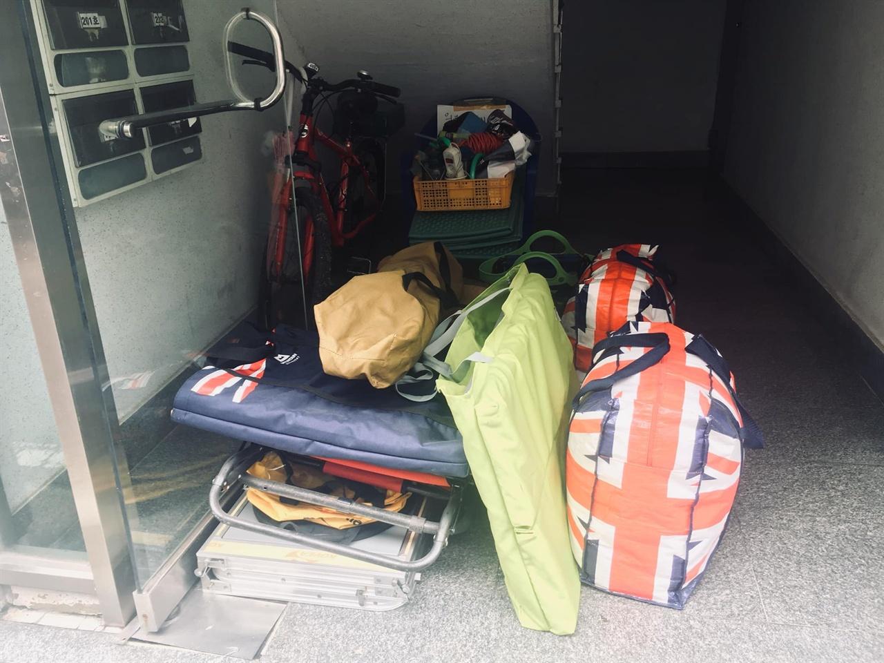 캠핑장비 1년동안 베란다 구석에서 먼지 쌓인 장비들을 꺼냈다