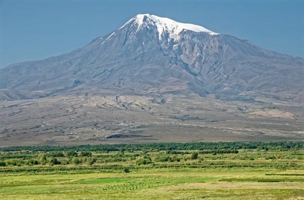 아르메니아 인들이 성지로 여기는 아라랏트 산은 스탈린에 의해 터키에게 넘겨지고, 대신 스탈린은 크림반도를 획득한다.
