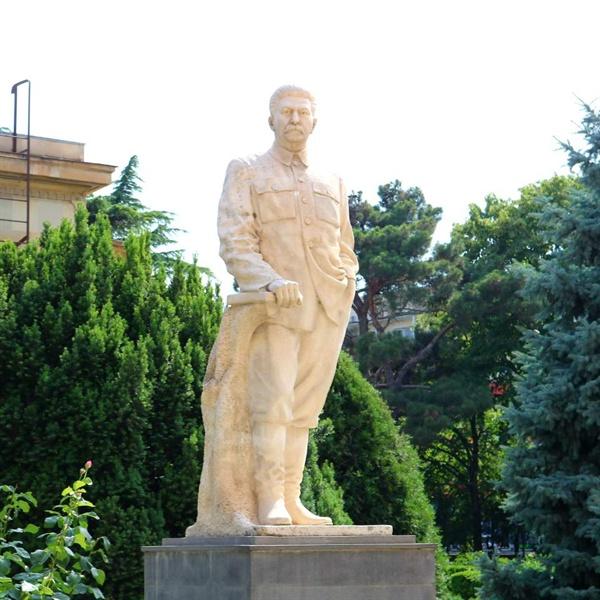 스탈린이 태어난 조지아 고리에 남아 있는 스탈린 동상