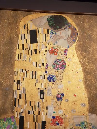 구스타프 클림트의 <키스> 벨베데레 미술관에만 전시되어 있는 원본 작품 <키스>. 외부에 전시된 적 없는 원본 작품을 보러 빈의 벨베데레 미술관을 방문했다.