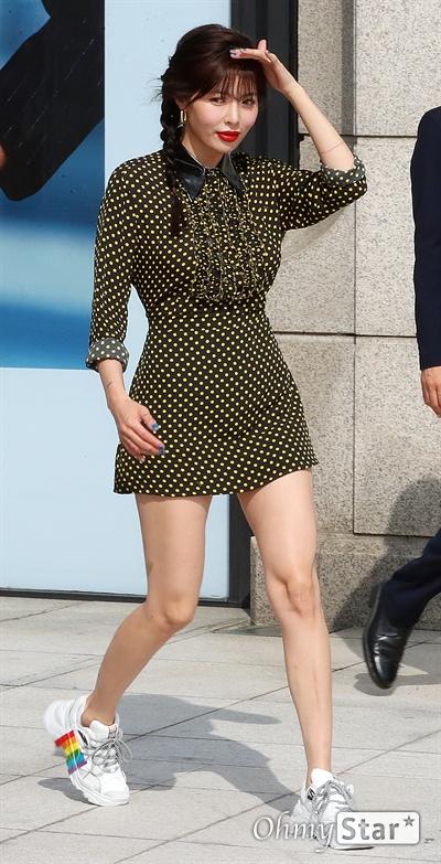 현아, 폭염 뚫고! 가수 현아가 6일 오후 서울 압구정로의 한 백화점에서 열린 한 패션브랜드 포토콜 행사에서 포즈를 취하고 있다.