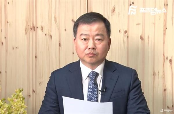 자유한국당이 사회적참사특조위원으로 추천한 김기수 변호사. 김 변호사는 현재 보수 유튜버 매체인 '프리덤뉴스' 대표를 맡고 있다. 사진은 유튜버 영상 칼럼.
