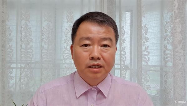 자유한국당이 사회적참사특조위원으로 추천한 김기수 변호사. 김 변호사는 현재 보수 유튜버 매체인 '프리덤뉴스' 대표를 맡고 있다. 사진은 지난 7월 21일 일본 강제동원 관련 대법원 판결문을 비판한 유튜뷰 영상 칼럼.