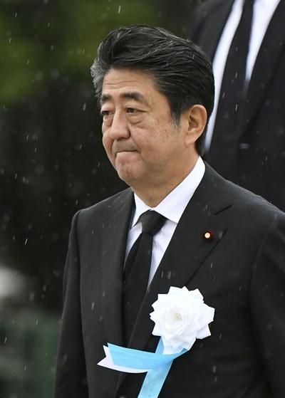 아베 신조 일본 총리가 지난 6일 오전 히로시마 평화기념공원에서 열린 원폭 희생자 위령식에 참석하고 있다.