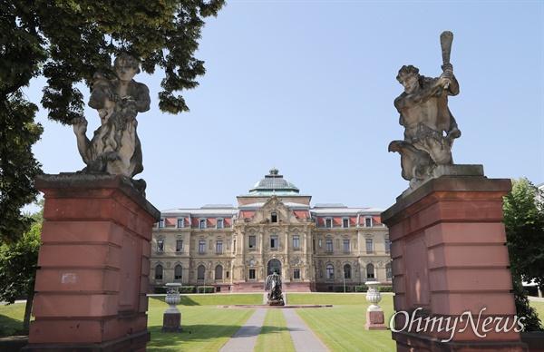 독일 칼스루에에 위치한 연방일반법원 팔레(Palais) 법정.