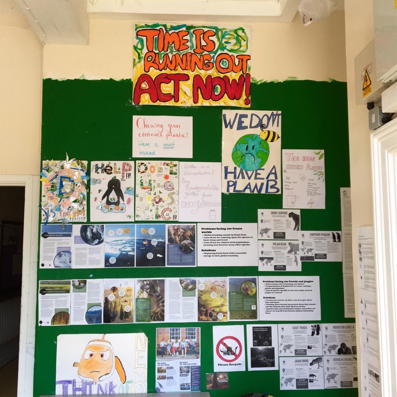 학생들이 설렁설렁 살 것이라 상상해서 그랬는지, 'ACT NOW'가 몹시 인상적이었다.