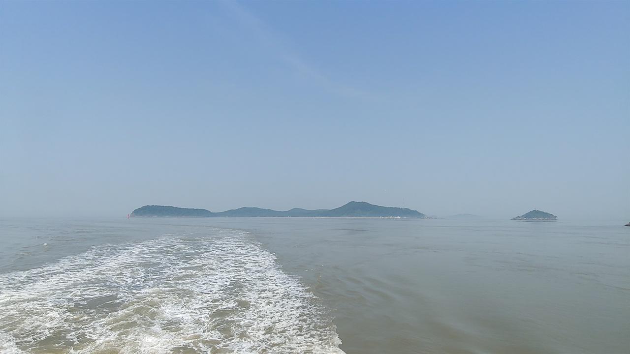 볼음도 외포리를 출발한 배는 볼음도를 거쳐 아차도와 주문도로 향한다.