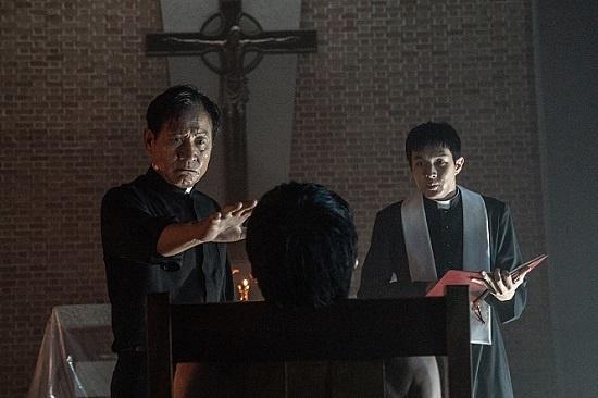 영화 <사자>는 <검은 사제들> <사바하> <곡성> 등과 같은 '오컬트' 영화로 분류된다.