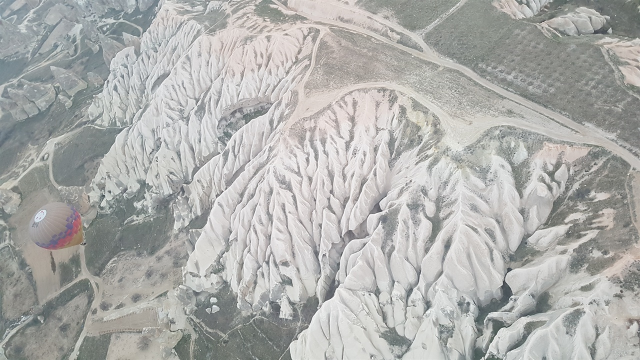 하얀 아이스크림을 발라놓은 듯한 바위산! 외계행성이 이런 모양은 아닐까하는 상상을 해봅니다.