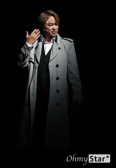 '시티오브엔절' 이지훈, 절정의 연기 배우 이지훈이 9일 오후 서울 흥인동 충무아트센터에서 열린 뮤지컬 <시티오브엔젤> 프레스콜에서 하이라이트 무대시연을 하고 있다.  블랙코미디 누아르 뮤지컬인 <시티오브엔젤>은 8월 8일부터 10월 20일까지 한국 초연으로 개막하는 브로드웨이 히트뮤지컬이다.