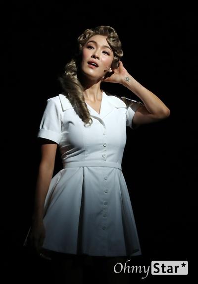 '시티오브엔절' 가희, 반전매력 만능꾼 배우 가희가 9일 오후 서울 흥인동 충무아트센터에서 열린 뮤지컬 <시티오브엔젤> 프레스콜에서 하이라이트 무대시연을 하고 있다.  블랙코미디 누아르 뮤지컬인 <시티오브엔젤>은 8월 8일부터 10월 20일까지 한국 초연으로 개막하는 브로드웨이 히트뮤지컬이다.