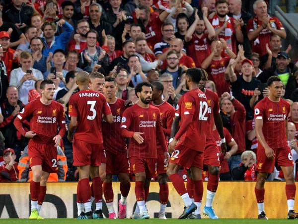 2019년 8월 10일 오전 4시(한국시간), 영국 리버풀 안필드 경기장에서 열린 리버풀과 노리치 시티의 경기. 리버풀의 모하메드 살라가 득점 후 팀 동료들과 세리머니하고 있다.