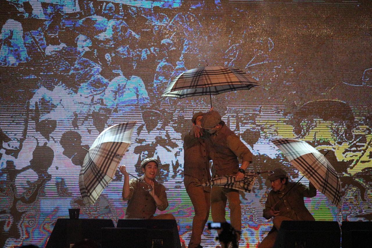 아지트의 댄스공연 지역에 활동하고 있는 스트릿댄스 최강그룹 아지트의 공연. 일제 시대 대구를 배경으로 하여 공연을 펼치고 있다.
