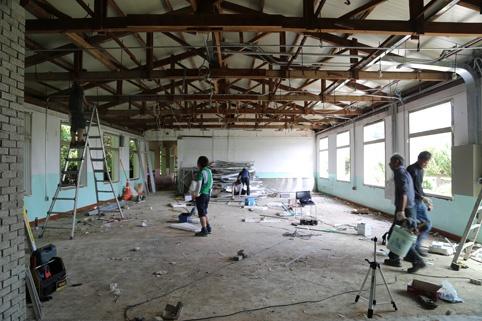창조적 마을 만들기 사업으로 구 남산초 급식동에서 리모델링 공사가 진행되고 있다.
