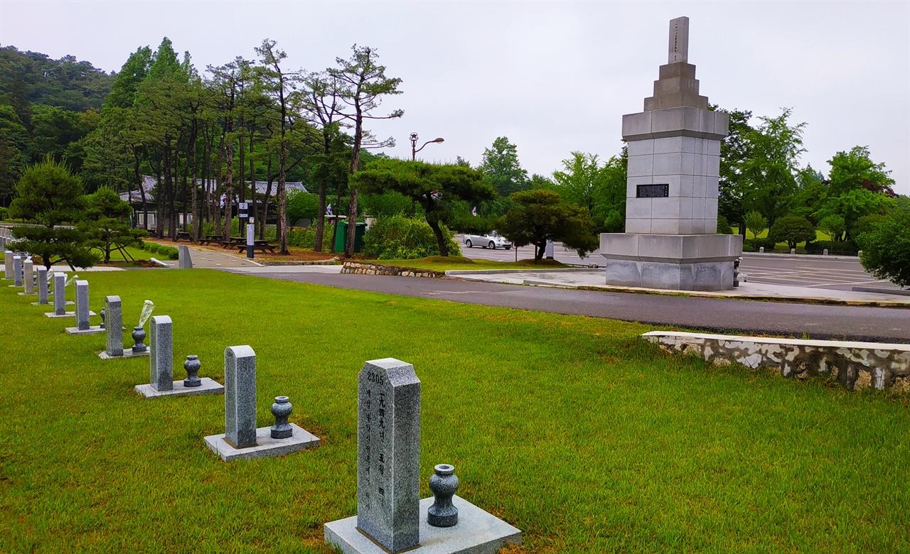 육탄10용사 현충비와 육탄 10용사 묘비 육탄10용사 현충비는 남북이 38선을 경계로 북한의 인민군과 대치하던 상황에서 1949년 5월 4일 개성 송악산 고지를 탈환하기 위해 폭탄을 안은 채 인민군 진지에 뛰어들어 진지를 분쇄하고 전사한 10명의 국군을 기리기 위해 만들어진 기념비이다. 육탄10용사 현충비 뒤편의 6묘역 맨 앞줄에는 서부덕 소위(당시 2등 상사)를 비롯한 10명의 전사자가 안장되어 있다.