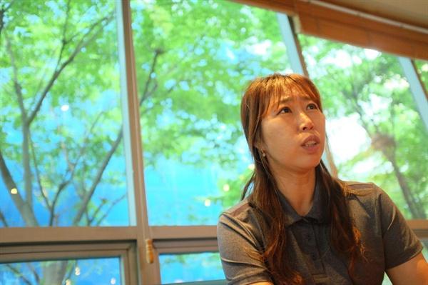 인터뷰 중인 박순향 전국민주연합노조 톨게이트본부지부 부지부장