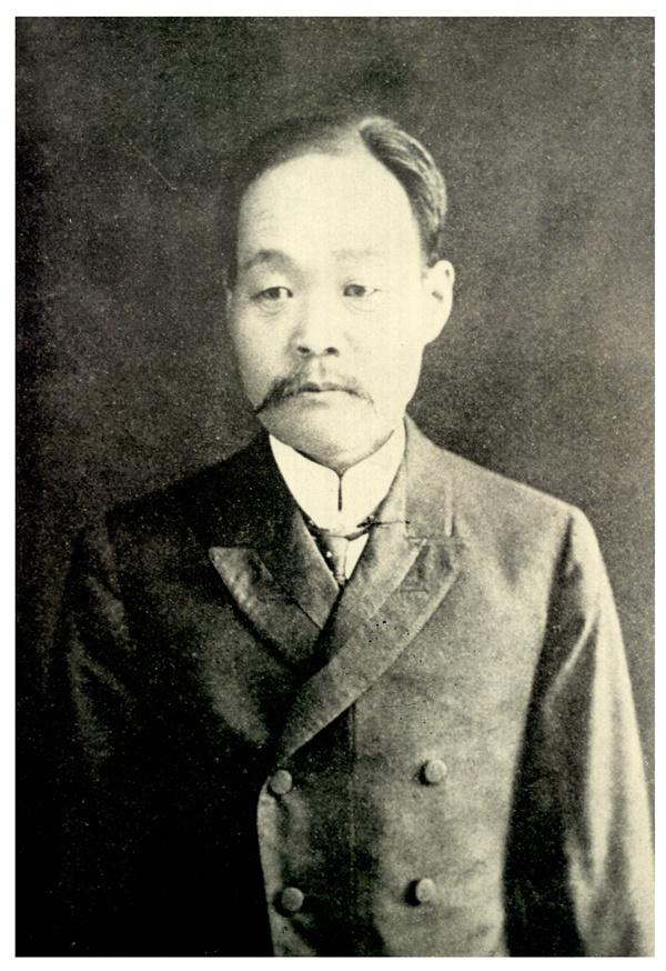 유길준 1856년 10월 서울 북촌에서 태어난 유길준은 과거시험을 포기하고 신학문에 매진했다. 최초의 일본 유학생이자 최초의 미국 유학생으로, 박영효와 함께 최초의 근대신문인 <한성순보> 발간 작업을 주도했다. <서유견문> 통해 '서적고'라는 이름으로 도서관을 처음 소개해서 '도서관 인물'로도 조명받고 있다.