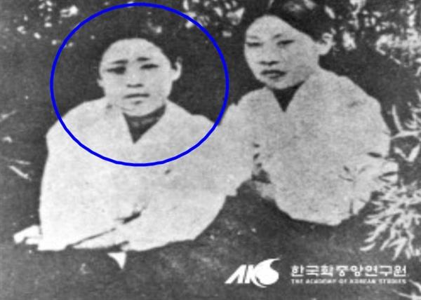 광주자고등보통학교생 박기옥(좌)과 동교생 이광춘(우)