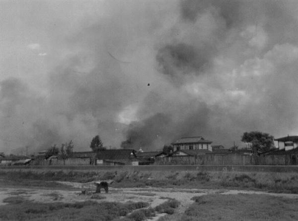 5. 불타는 대전 시가지(1950. 7. 21.).