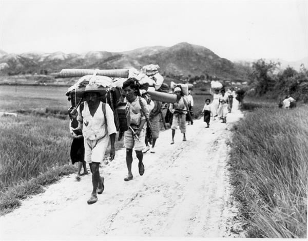 9. 피란민 행렬(1950. 7. 29.).