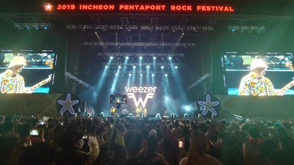 2019 펜타포트 락 페스티벌의 3일차 헤드라이너 위저(Weezer)
