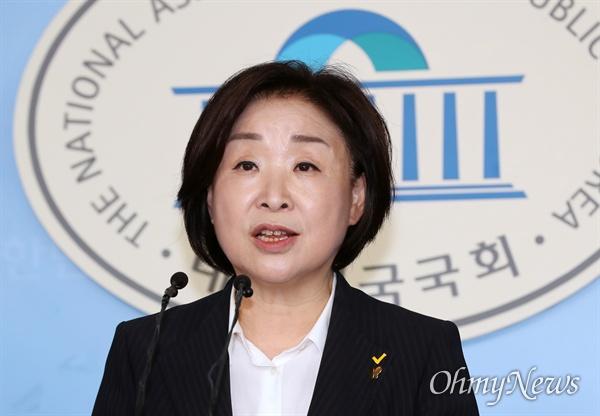 정의당 심상정 대표가 14일 오후 국회 정론관에서 광복절 특별 기자회견을 하고 있다.