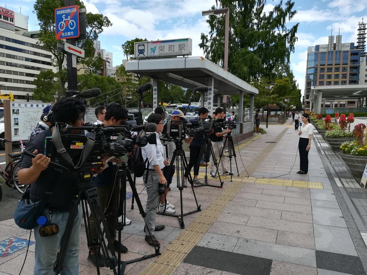 '표현의 부자유전, 그 후'재개를 위한 시민집회를 취재하러 온 언론들.