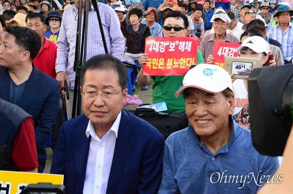 14일 오후 낙동강 창녕함안보에서 열린 '보 해체 반대 집회'에 홍준표 전 자유한국당 대표와 이재오 전 장관이 참석했다.