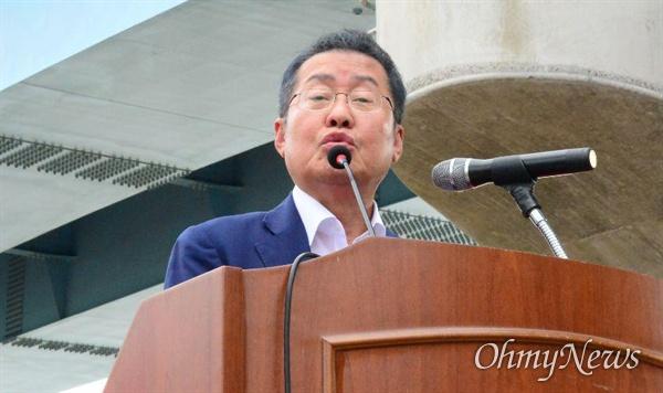 14일 오후 낙동강 창녕함안보에서 열린 '보 해체 반대 집회'에 홍준표 전 자유한국당 대표가 발언하고 있다.